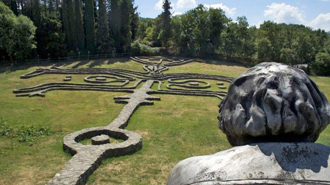 Il giardino di daniel spoerri paradiso incantato in maremma - Giardino di daniel spoerri ...